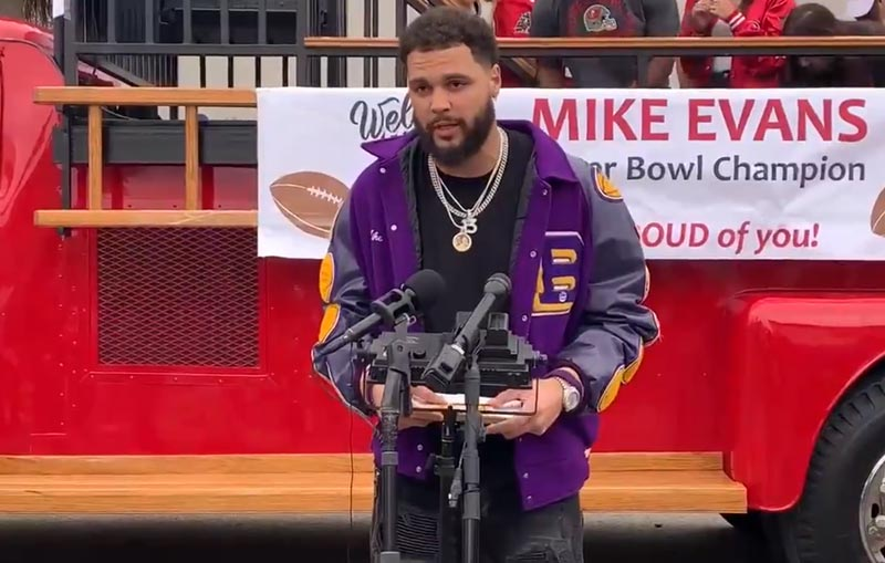 Bucs Receiver Mike Evans Awarded Key to the City by His Texas Hometown